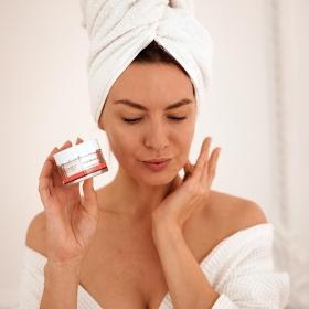 STIM RENEW 8 est recommandé pour lutter contre les premières rides, entre 25 et 40 ans. Il est idéal pour corriger le teint terne, les défauts pigmentaires et lisser les ridules. Le teint est unifié et la peau paraît plus jeune.  📸: @estelle   #eneomey #skincare #beauty #skin #skincareroutine #antiaging #glowingskin #healthyskin #danslapeaudesfemmes #Cosmetics #Cosmetiques #Peau #Soin #Beauté #Soinvisage #perfectskin #acideglycolique #soinnuit #antiage #danslapeaudesfemmes #madeinfrance